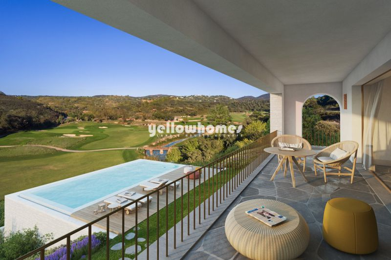 Top quality 5 bedroom villa set on a large private plot in a new Algarve resort